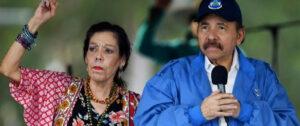 El presidente nicaragüense, Daniel Ortega, y su mujer la vicepresidenta, Rosario Murillo. / AFP / MARVIN RECINOS