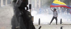 Represión en Colombia. Foto: EFE/Luis Eduardo Noriega A.